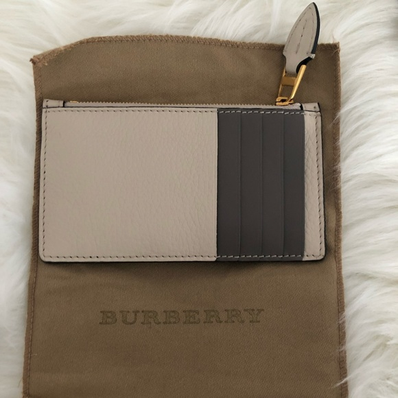 hot sales 2830d 34cb9 NWT Burberry card holder case with zip NWT